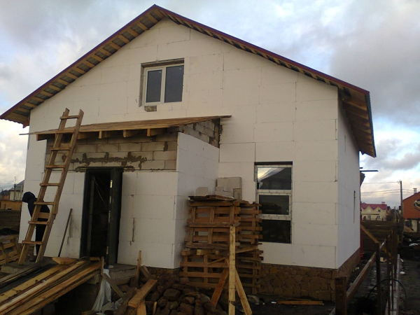 Строим дом из газобетона от фундамента до крыши